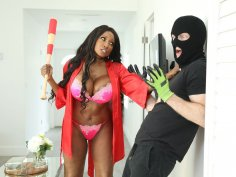 Ebony milf uses her tight holes vs thief